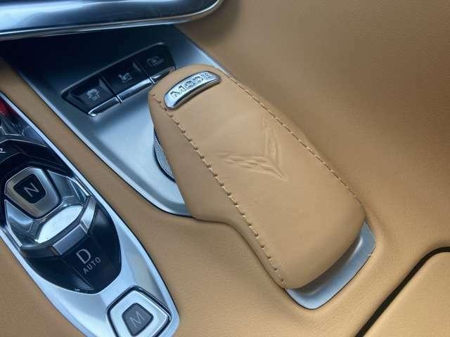 コンソールに備わるモードコントロールセレクターダイヤル。シーンに合わせたドライビングモードをチョイスできる機能で4モードに加え、ドライバーが各種セッティングを任意に調整できる「マイモード」があります。