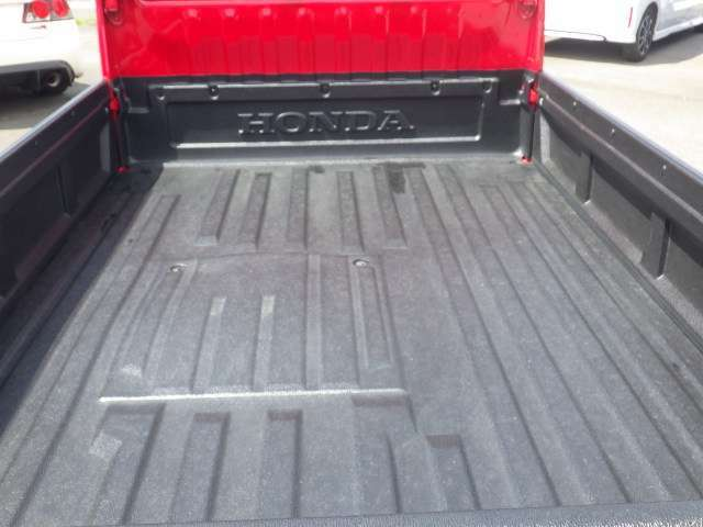 荷台は純正の荷台保護パネルが装着しています♪
