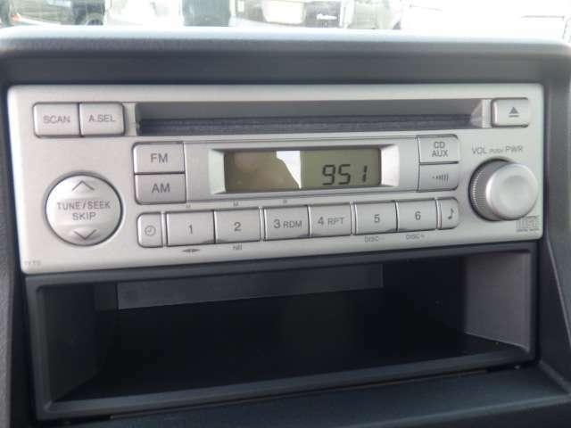 純正のCD/FM/AMです♪