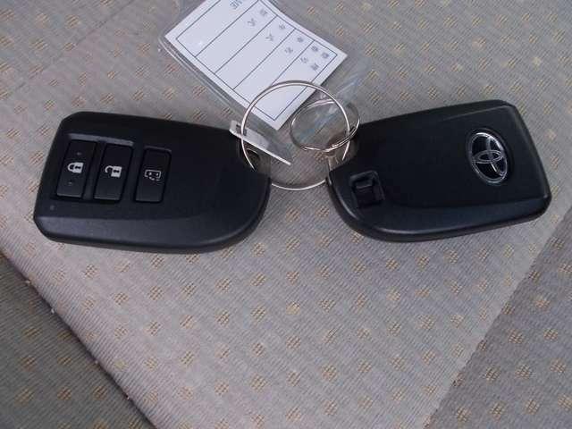 両手が塞がっている時、とても便利なインテリジェントキー付き