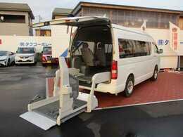 トヨタ ハイエースコミューター Dタイプ 車いす輸送車 4WD
