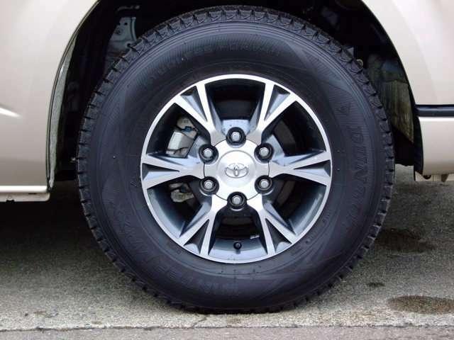 純正オプションアルミホイールにダンロップ、ウィンターマックスのバリ溝タイヤが装着されております。タイヤのみになりますが夏タイヤもお付けできます。