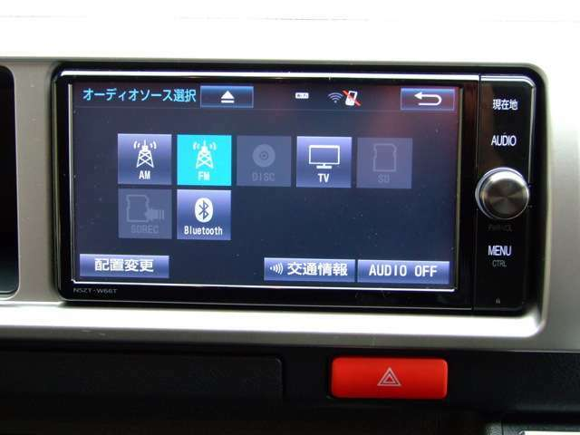NSZT-W66T 純正オプション200ミリワイドナビ装着済み。4アンテナx4チューナーで、データ放送にも対応しています。音楽用SDのために、通常サイズのSDスロットが別途用意されています。