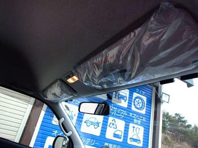 新車の時からのビニールカバーが付いたままの小走行のハイエースグランドキャビン。