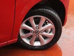 タイヤサイズは155/65R14純正アルミホイール