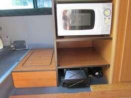 ベット!テーブル!冷蔵庫!FFヒーター!電子レンジ!シンク!インバーター!コンバーター!サブバッテリー