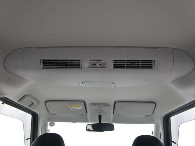 サーキュレーターが後席まで素早く空調を!車内は常に快適です