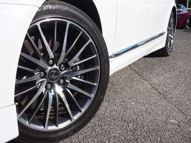 Fスポーツ専用19インチ鋳造アルミホイール   タイヤ4本新品に交換しました!!