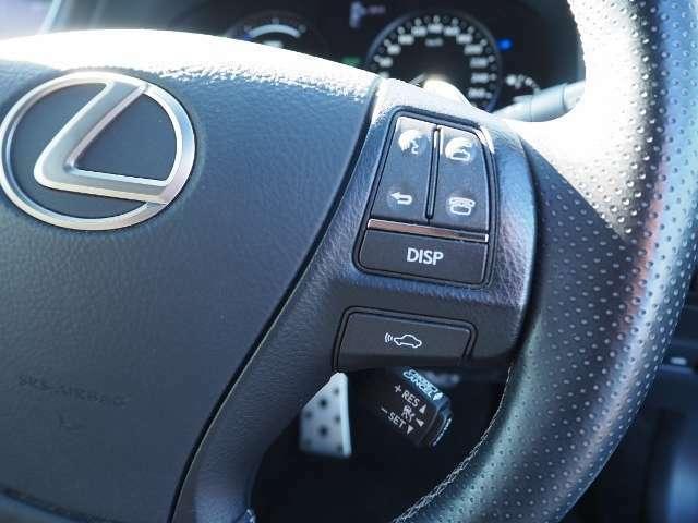 レーダークルーズコントロール(全車速追従機能付)高速道路で定速走行だけでなく、0km/hから約100km/hの広い範囲で先行車との車間距離を適切に保ちながら追従走行ができます。
