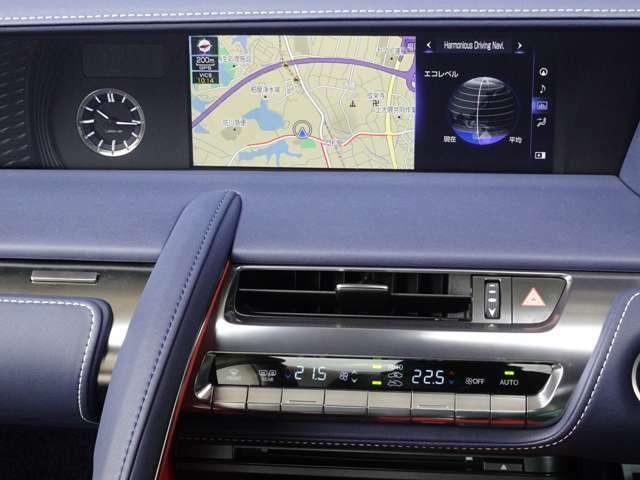 お使いのスマートフォンを10.3インチワイドディスプレイに連携することで画面操作や音声操作が可能に。音楽再生やハンズフリー通話、メッセージの送受信など、お気に入りのアプリケーションを車内でも使用出来ます