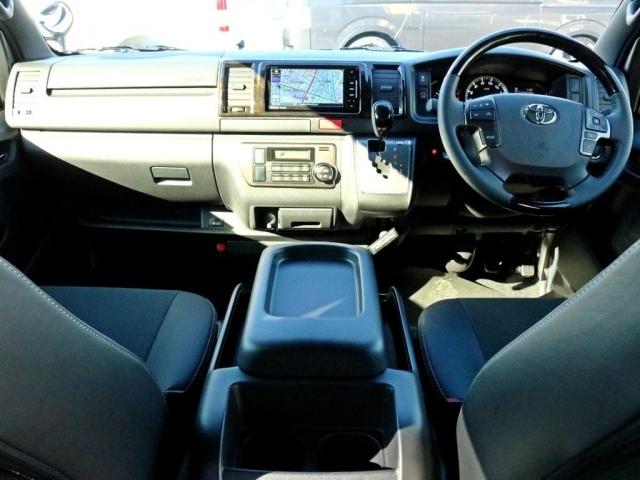 新車 ハイエースV GLグレード 2.0G 2WD ダークプライムII ライトカスタムパッケージ! FLEXアイテムを中心にパッケージ化しリーズナブルな価格を両立! 街乗りに適したガソリン2WDです。