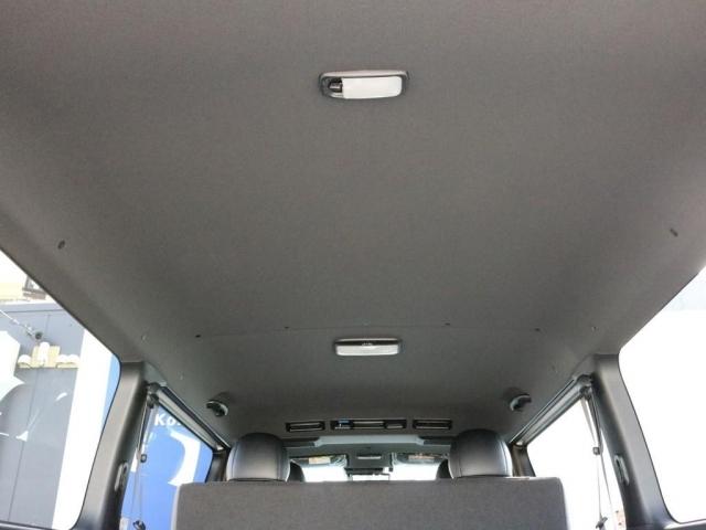 ダークプライムII特別仕様なのでダークルーフ&ブラックピラーになっています。車内全体に高級感が漂っています。