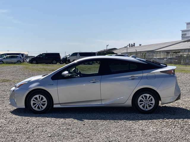 当社の車両本体価格には、納車前の車検整備費用も含まれています。別途で支払う場合、点検費用も安くありません。やっぱりU-Carは総額でも比べる必要がありますね。
