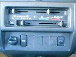 操作の簡単なマニュアルエアコン装備で夏場・冬場でも快適なドライブができます!さらにクリーンフィルターの採用で車内の空気をキレイにするなど、いろいろな機能を持つ便利なエアコンで快適に☆