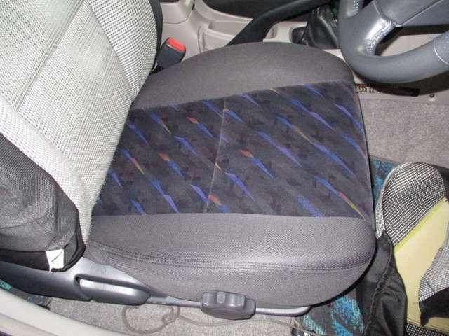もちろんシートカバーをめくればとても綺麗なシートが出てきます