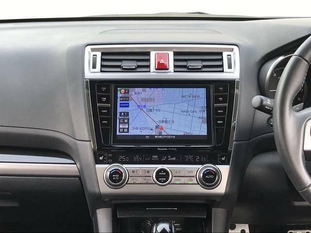 Bluetoothオーディオ対応のカーナビゲーション。8インチです。パナソニック製で型番はCN-LR810D。