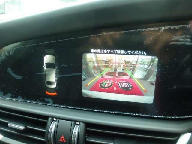 バックカメラ&パークセンサーを装備!モニターで後方確認できるので車庫入れもスムーズに行えます!