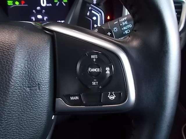 【クルーズコントロール】アクセルペダルを踏まずに一定の車速で走行できますので、高速道路など加減速の少ない道で便利です♪長距離ドライブの疲れを軽減してくれる、嬉しい装備ですよね~♪