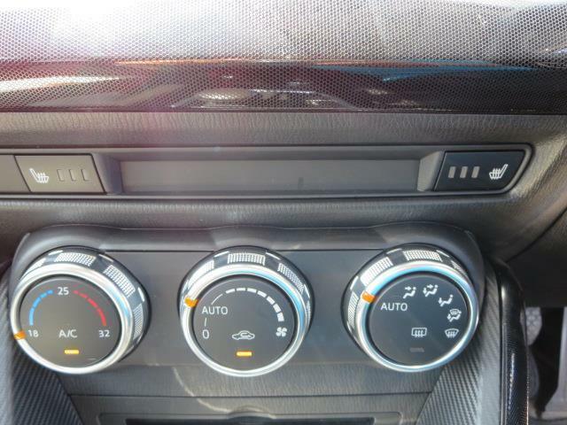エアコンもフルオートで快適な車内をお約束♪更に運転席と助手席にはシートヒーターも付いてて快適♪
