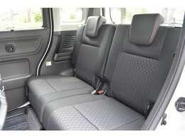 ■内装状態も◎■中古車では、外装状態が良好でも喫煙車であったり、芳香剤の匂いに使用上出来る汚れやキズがありますが、当社は「全車新車ベース」なのでキズもなければ「新車の香り」しかしません!