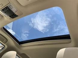 【ムーンルーフ】解放感溢れるサンルーフ☆車内には爽やかな風や太陽の穏やかな光が差し込みます☆