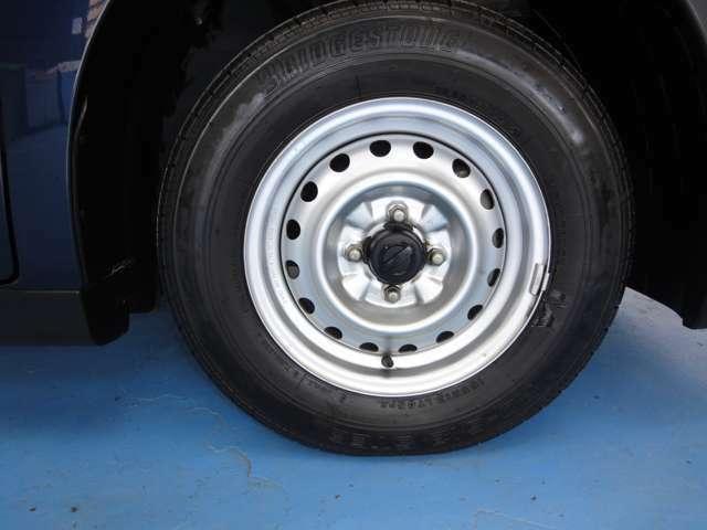 宮崎日産では、タイヤ、ホイールはもちろんタイヤハウスの隅々まで綺麗に清掃しご納車致します。
