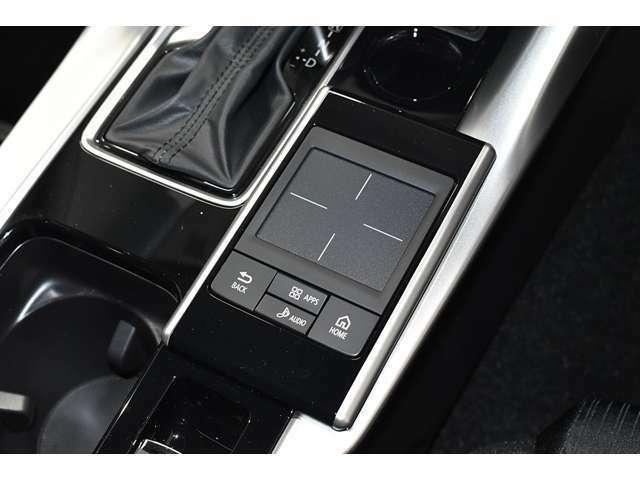 姿勢を変えずに各種操作が手元でできるタッチパッドコントローラー!