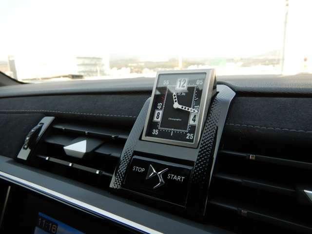 フランスの新進気鋭高級時計メーカー・B.R.M製アナログクロック!エンジン停止時は回転して格納されます