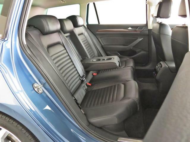 セカンドシートは利便性に優れる分割となっており、倒し込んでお使い頂きますと、たくさんの荷物が載せられます。