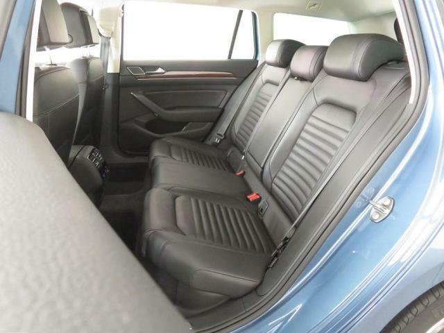内装シートの状態も良好です。ダメージは少なく、汚れなどもありません。