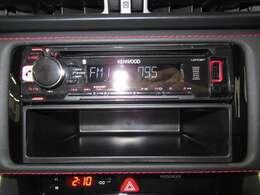 ケンウッド製のCDデッキが付いています。音楽を楽しみながらドライブできますね。ナビへの付け替えもご相談ください