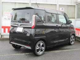 外装色:ブラックPです。当社が試乗車及び社有車として使用した車です。新車保証も継承してお渡します。