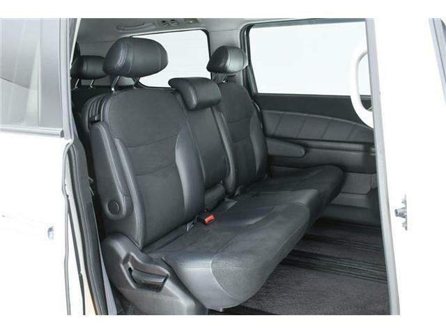 車内はどの席も広々と快適に過ごせます♪