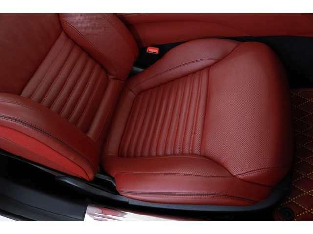 運転席・助手席ともに良好な状態を保っております