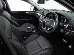 黒革シートに赤いコントラストステッチといった配色もスポーティ。スポーツグレード標準装備である空気清浄機(イオナイザー)や全席シートヒーターが装備されているので、車内は快適。