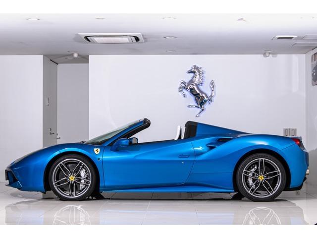 特別外装色ブルーコルサ、これから夏のシーズンにとても似合う車です。夏のビーチやマリーナに非常にマッチすると思います。