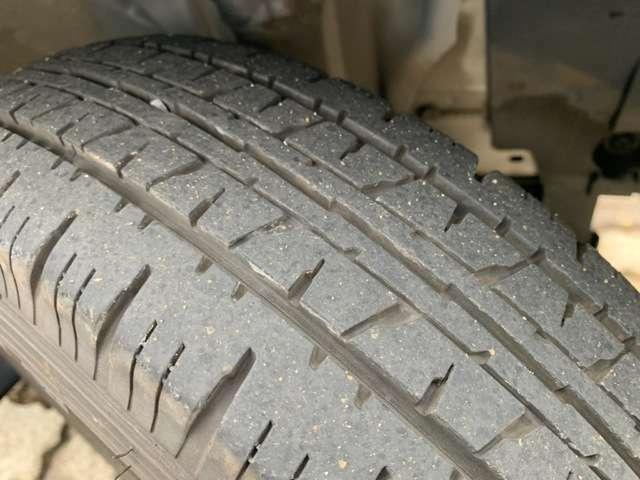 タイヤは4本とも7部山程度です!