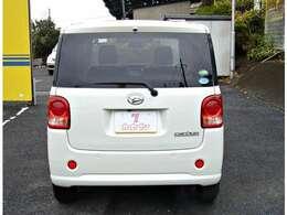 駐車する際など後方確認に便利なバックカメラ装備です。