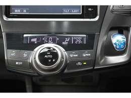 暑い夏や寒い冬に付いてて嬉しい『オートアエコン』付きです♪お家のエアコンと同様、温度設定して自動で風量調整してくれます☆面倒な温度調整も必要ない快適車内でドライブやお買い物など楽しんでください♪