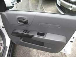 運転席ドア内張りです。シミコゲなく程度良好です。