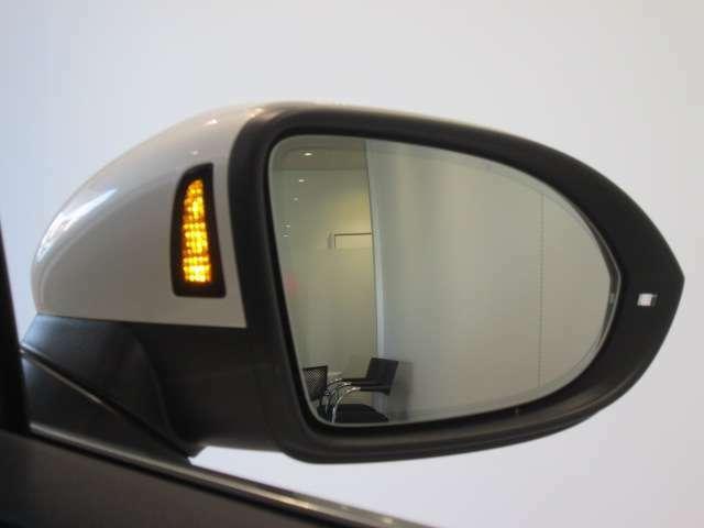 【9つの約束4】Das WeltAuto独自の項目チェックリストに基づき、入念に車両チェックとクリーニングを実施。