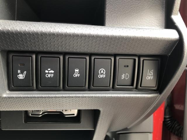 安全装置のスイッチは運転席パネル右下に集約されています。任意で切り替え可能なため状況に合わせてお使いください。