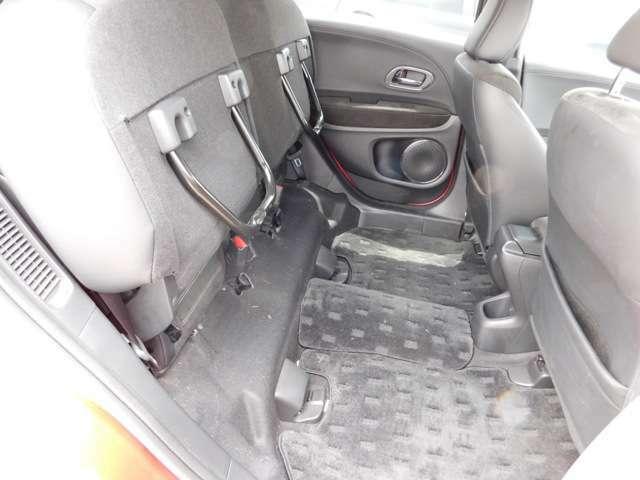 リヤシートのシートアレンジその1です。高さがある荷物も載せる事が出来ます。