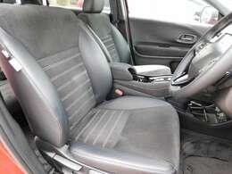 フロントシートの画像です。シートヒーター付きで寒い時にも快適にお乗りいただけます。
