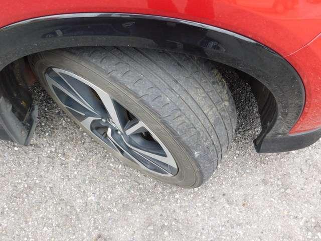 タイヤの画像です。RS専用ホーイールになっています。