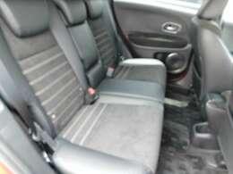 リヤシートの画像です。大人の方でもゆったりとお乗りいただけます。