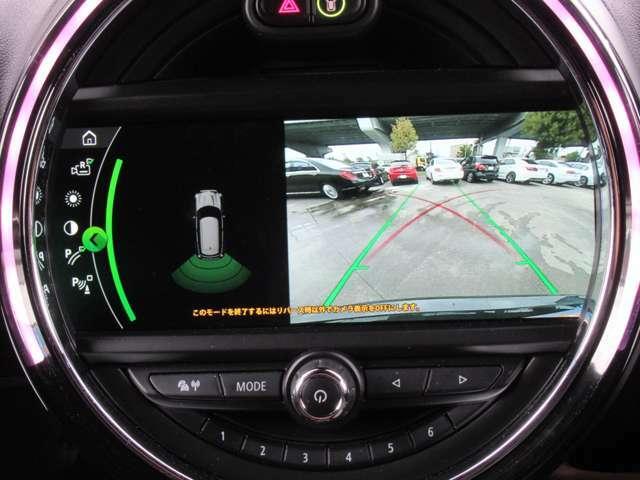 バックカメラが付いておりますので、駐車が苦手な方や狭い所での駐車もご安心ください♪
