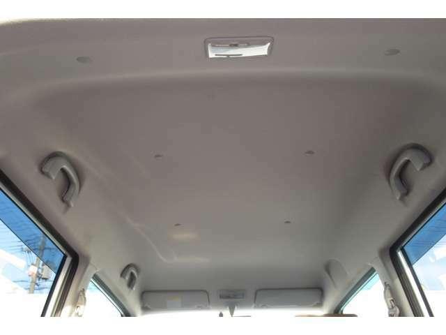 天井には気になるようなシミや汚れ等は見受けられませんでした!