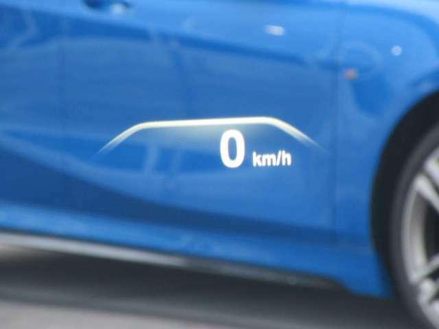 ヘッドアップディスプレイ装備です。運転時の視界に様々な情報が投影されます。