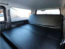 ベッドはリクライニング機能が搭載されており、車中泊ラクラクです♪